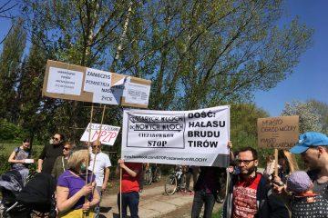 Mieszkańcy Włoch na marszu poparcia dla budowy drogi technicznej na Odolanach
