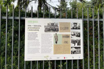 """Plansza z wystawy """"Dawne Miasto Ogród Włochy na fotografii"""" dot. dawnej fabryki ERA we Włochach"""
